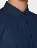 Men's denim shirt- neck detail