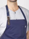 Delantal de chef azul detalle cuero